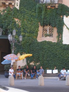 Autore Calogero Mira -  In piazza Pirandello - si intravede un letto