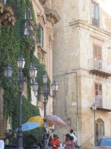 Autore Calogero Mira - Protesta davanti a Palazzo dei Giganti